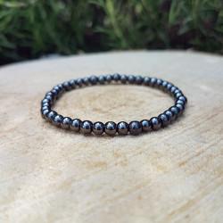 Bracelet fin hématite, vue de haut.